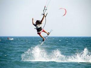 kitesurfing, źródło: freepik.com