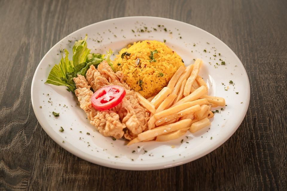 ryż z sosem salsa